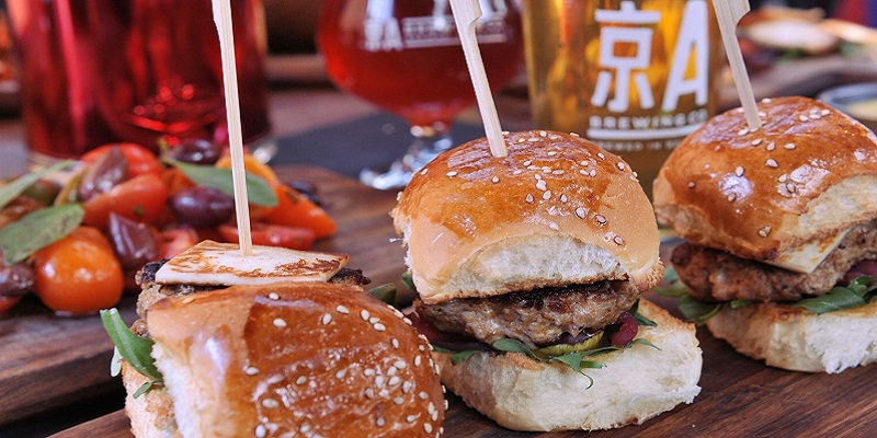 How to Order a (Mouthwateringly Exquisite) Burger in Chinese